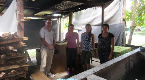 Microempresa de mujeres en San José del Boquerón (San Pedro de Sula, Honduras) dentro de un proyecto de prevención de violencia de género. Caritas San Pedro Sula.
